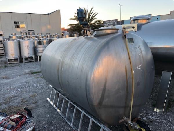 Depósito 3.000 litros horizontal con agitador en acero inoxidable