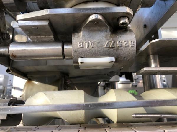 Dosificadora de pistón para producto denso tipo paté HEMA