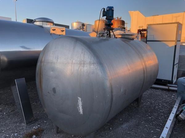 Depósito 3.000 litros con sistema de agitación rascador con cédulas de carga construido en a/inox