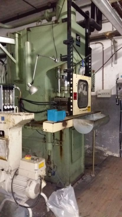 Inyectora vertical