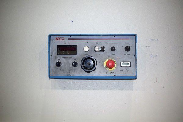 Cizalla Axial CP 1060 de 6050× 10.Cuello de 370 mm. Tope motorizado programable.Separación de cuchillas motorizada soporteneumático Motor de bomba 30 Kw.