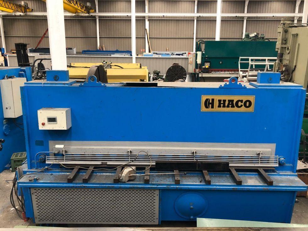 Cizalla hidraulica de corte vertical angulo variable HACO de 3050 x 13 mm con tope motorizado programable, mesa de soporte  neumatico