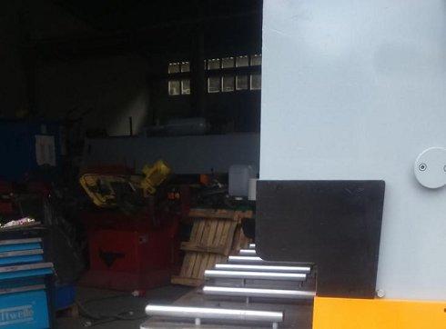 Cizalla MEBUSA de 3050 x 6 mm con cuello de 500 mm