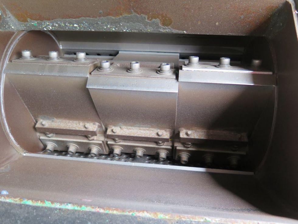 GT-2860 Molino triturador de cuchillas con cámara de corte de 480 x 310 con motor de 20 cv (15Kw). Y