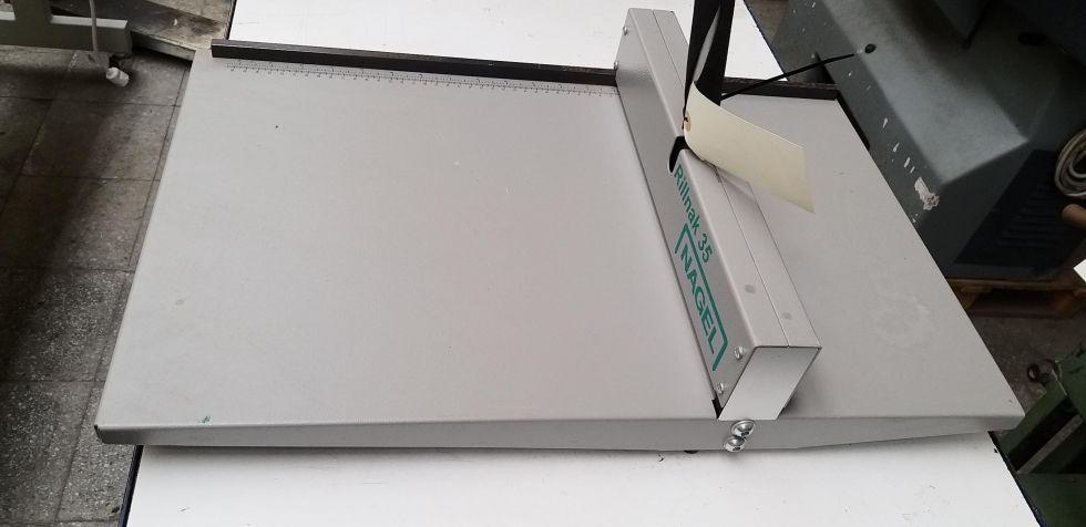 Plegadora para papel