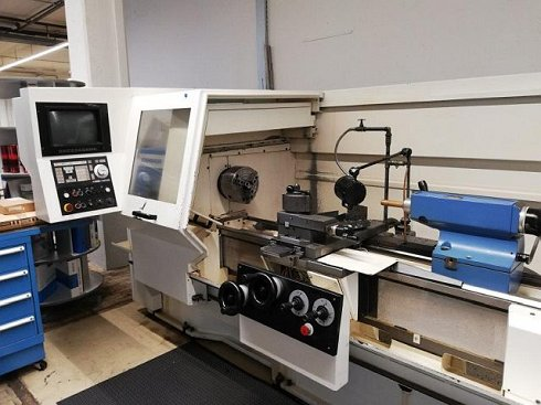 Lathe with Teach-In Contols
