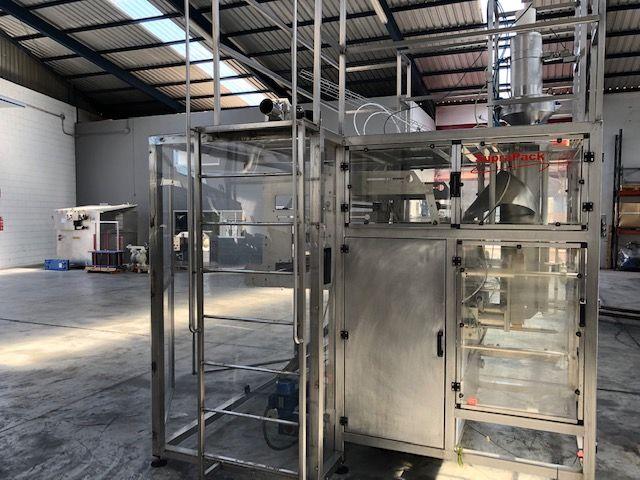 Envasadora vertical con células de carga para sacos construida en acero inoxidable