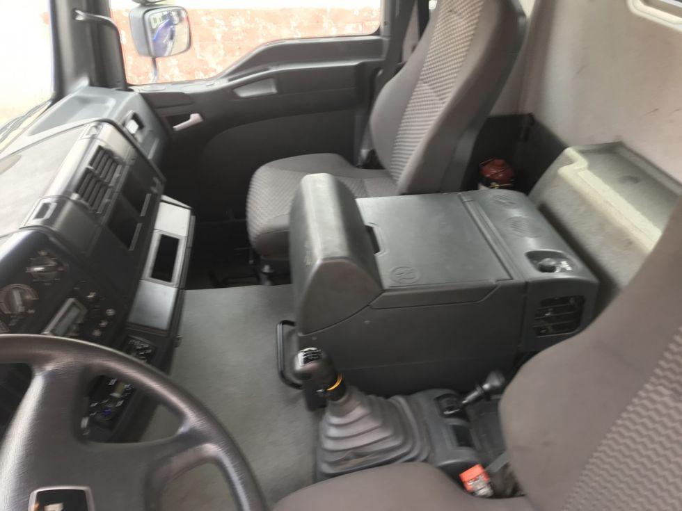 Camión grúa Man Tga 41.4330 Palfinger 100002 + Jib