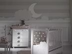 Dolce Luce, de Micuna, integra un sistema de luces que permite iluminar suavemente la habitación del bebé.