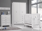 Star Plus, de Trama (Bébécar): conjunto de mobiliario infantil en blanco mate que incorpora como novedad detalles en cromado que le aportan un estilo moderno.