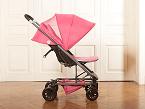 Trio ligero, de Tuc Tuc, tiene chasis tubular de aluminio y componentes de aleación en acero. El asiento es de doble tejido en poliéster. Incluye silla auto Grupo 0+.
