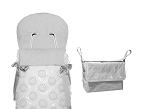 Boom, de Confecciones Uzturre, es una colección con interior en tejido de pana estampada. Este coordinado cuenta con una amplia variedad de sacos, capotas, bolsos, accesorios, etc., para el paseo. Disponible en azul, rosa, gris y piedra.