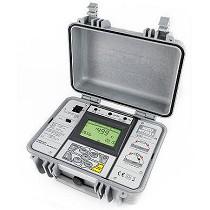 Medidor de aislamiento profesional con tensión de prueba programable hasta 5 kV