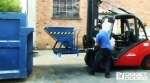 Contenedor basculante con ruedas, basculable desde carretilla y suelo