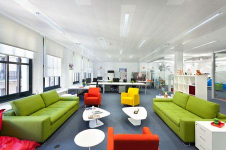 Dise o e innovaci n en las nuevas oficinas de tuenti con for Distribucion de espacios de trabajo