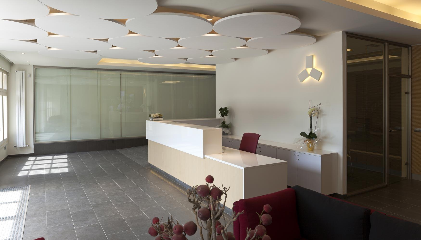 Dise o y confort ac stico con los techos flotantes de for Terminaciones de techos interiores