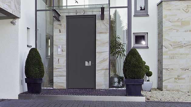 H rmann presenta las nuevas puertas de entrada a vivienda de aluminio hasta el techo - Grande porte d entree ...