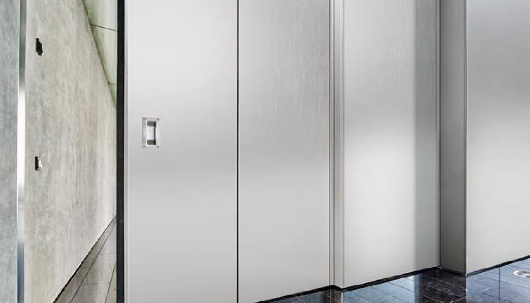 H rmann presenta sus novedades en puertas de apertura for Apertura puertas