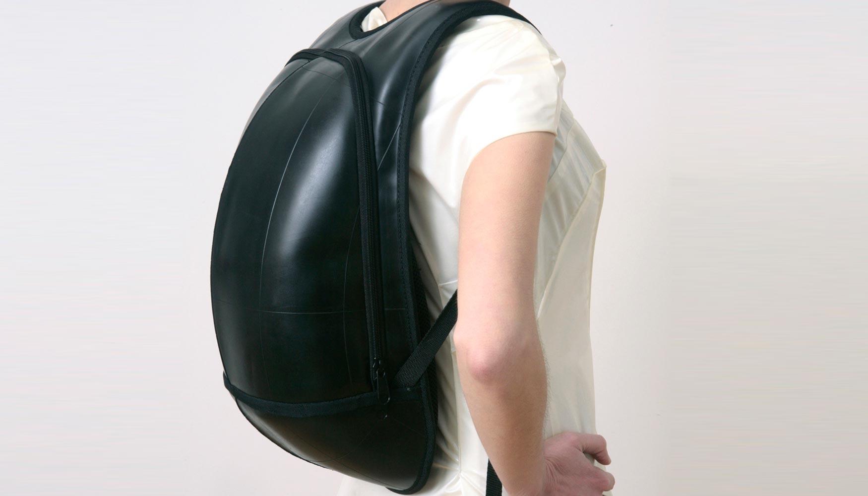 401e2cf6b El resultado son mochilas y bolsos de formas orgánicas y minimalistas, con  cierto toque escultórico. Además son muy funcionales, ya que tienen todas  las ...