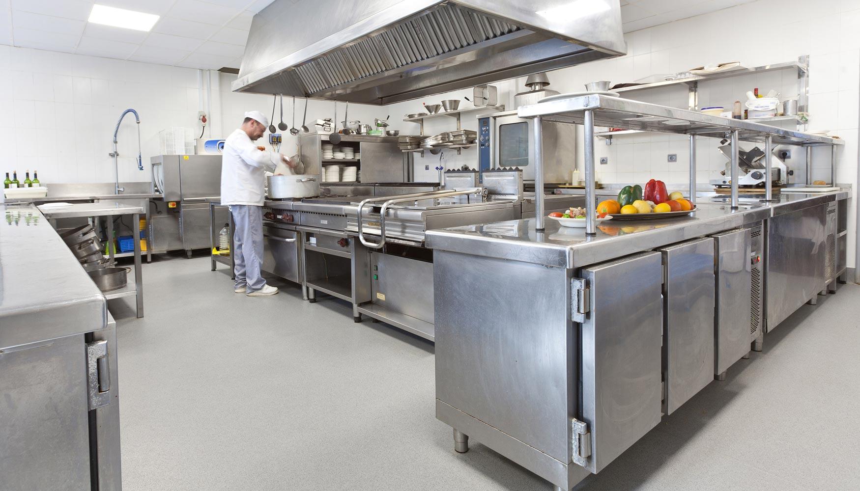 El restaurante del parque de la naturaleza de cab rceno se - Suelos para cocinas industriales ...