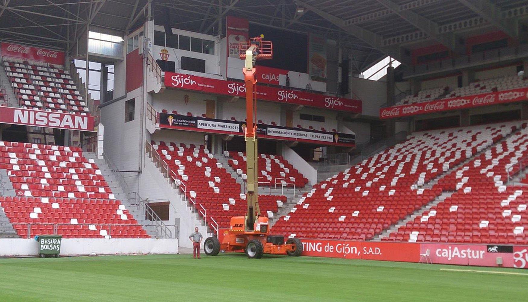 Jlg utiliza la ultraboom 1250ajp para el mantenimiento del estadio el molin n elevaci n y carga - Estadio del sporting de gijon ...