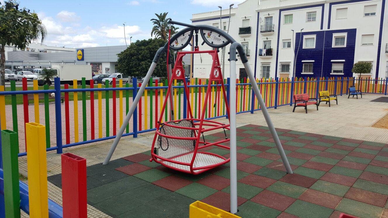 Aunor impulsa los parques infantiles inclusivos adaptados for Sillas para parques