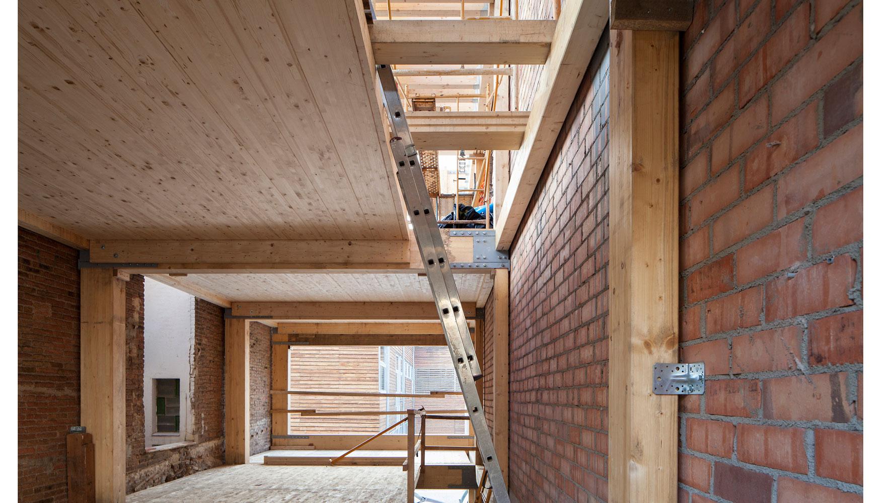 House Habitat concluye un edificio de madera de planta baja más tres ...