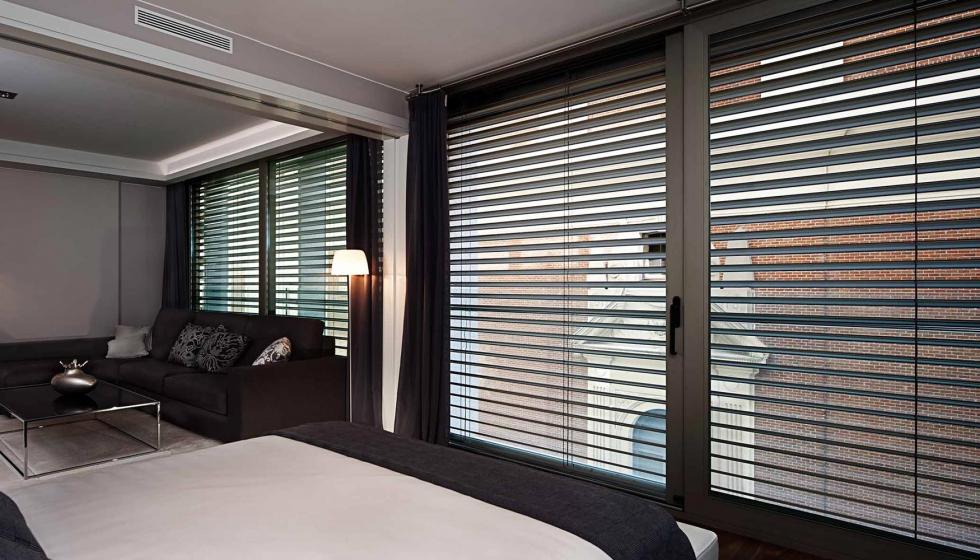 Cajon de persiana interior cool ventana practicable de dos hojas con registro de persiana with - Cajon de persiana interior ...