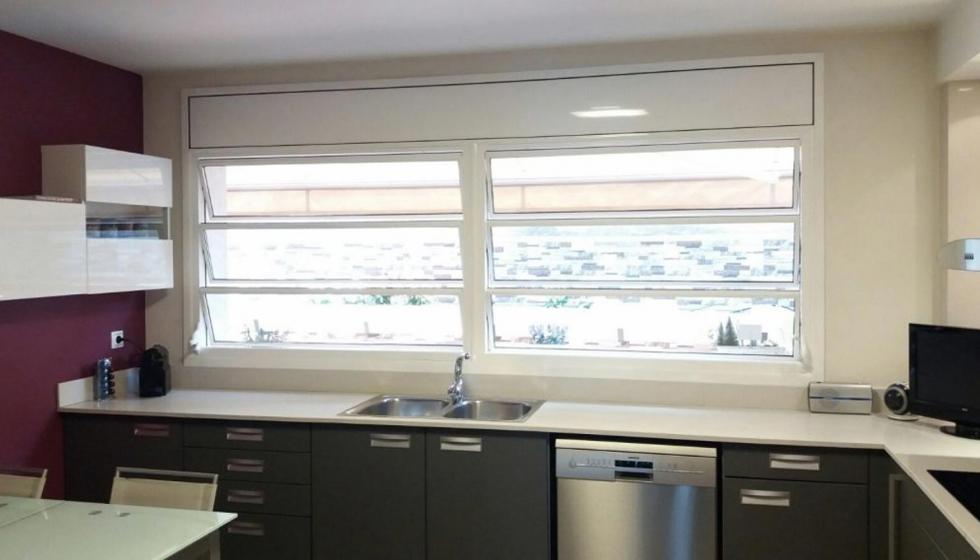 Ventanas uin2 ideales para el espacio de cocina for Ventanas de aluminio para cocina