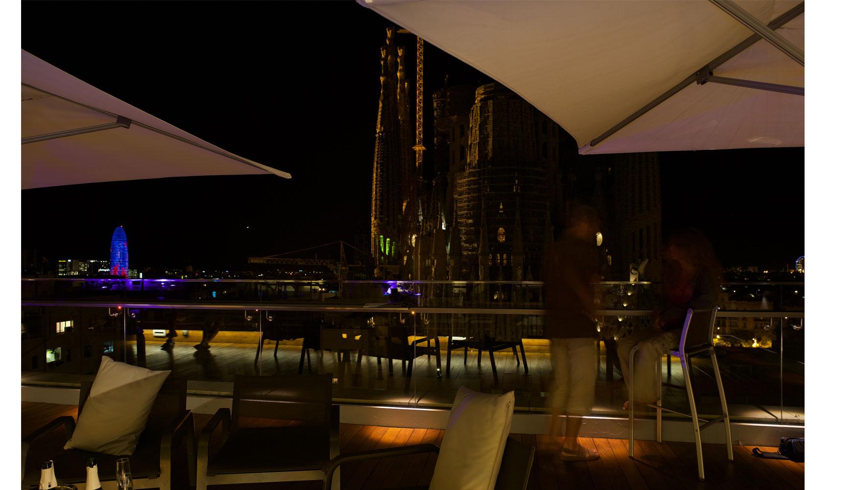 Tono Terraza : Ouside bcn ilumina la terraza del ayre hotel rosellón iluminación
