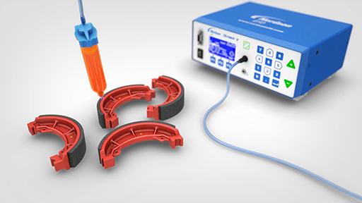 El Dispensador EFD de alta Precisión Ultimus™ V y el Adaptador Optimeter incrementan la productividad en los procesos críticos de montaje