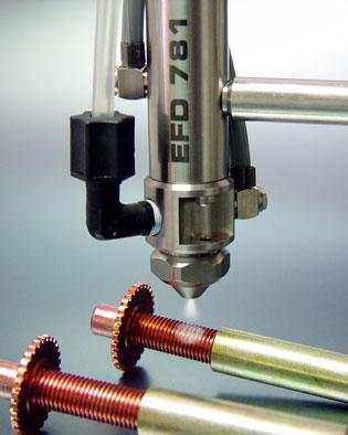 El sistema de válvulas atomizadoras 781S de Nordson EFD aplica aceites, grasas y lubricantes
