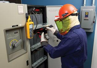 Los analizadores de baterías de la serie BT 500 de Fluke simplifican las pruebas de los sistemas de respaldo del suministro eléctrico para cargas críticas basados en baterías