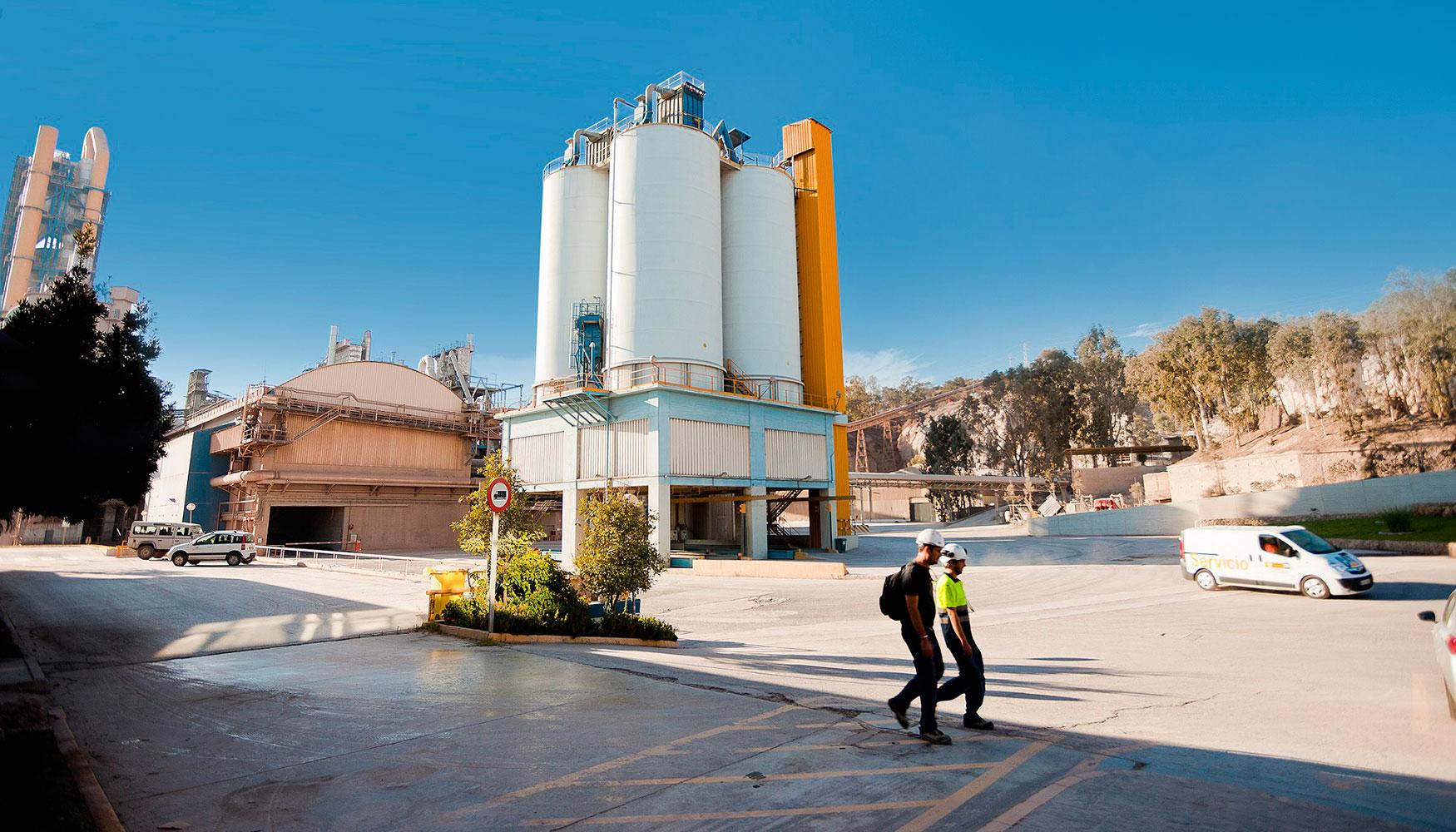 La fábrica de cemento de Málaga registra dos años sin incidentes con ...
