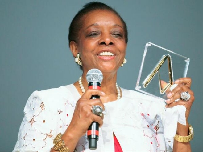 SaloneSatellite: Marva Griffin recibe el Premio Il Compasso d'Oro - Iluminación