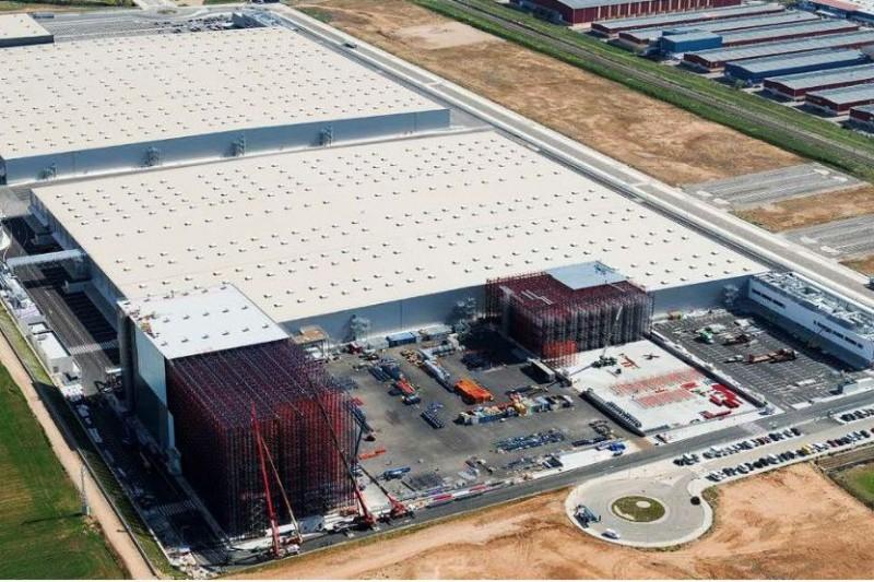 68499486 A Inditex se le queda pequeño su gran armario logístico de Meco ...