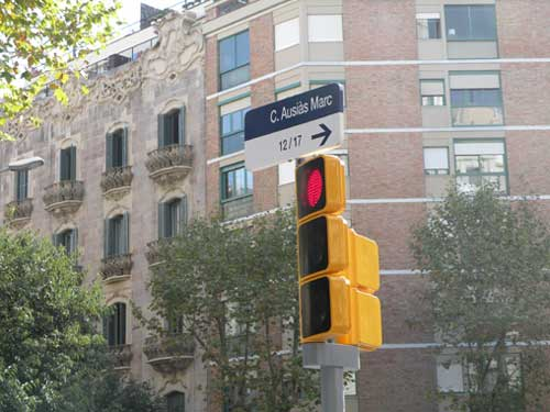051da92fd3 Barcelona launches new traffic lights in accordance with its policy ...