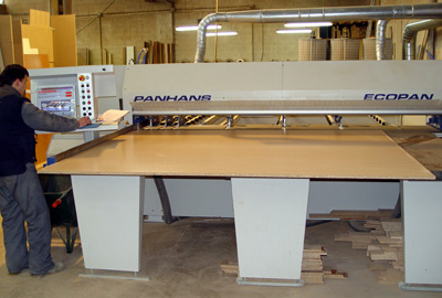 Carpinter a bano moderniza su taller con maquinaria - Carpinterias de madera en madrid ...