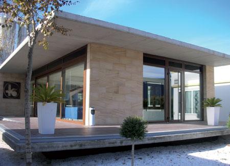 K mmerling inaugura una nueva sala de exposiciones for Ventanas aluminio gris antracita