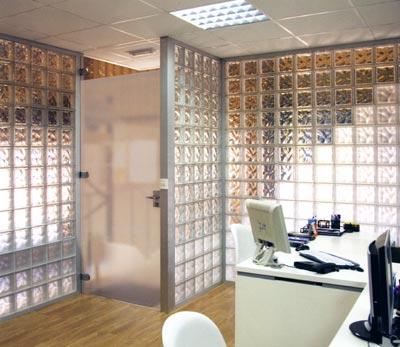 Paredes con bloque de vidrio sin necesidad de obra - Banos con paredes de cristal ...