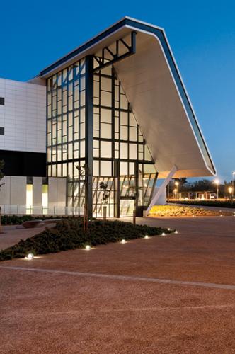 Lamp ilumina el nuevo hospital sant joan de reus for Iluminacion exterior fachadas
