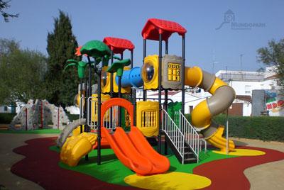 Mundopark Instala Un Parque Infantil En Higuera La Real En Badajoz