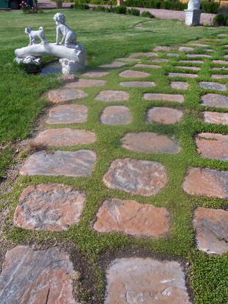 Pavimentos para jard n combinaci n de practicidad y for Suelos para jardin sin obra