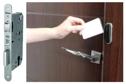 como abrir puerta con cerrojo echado