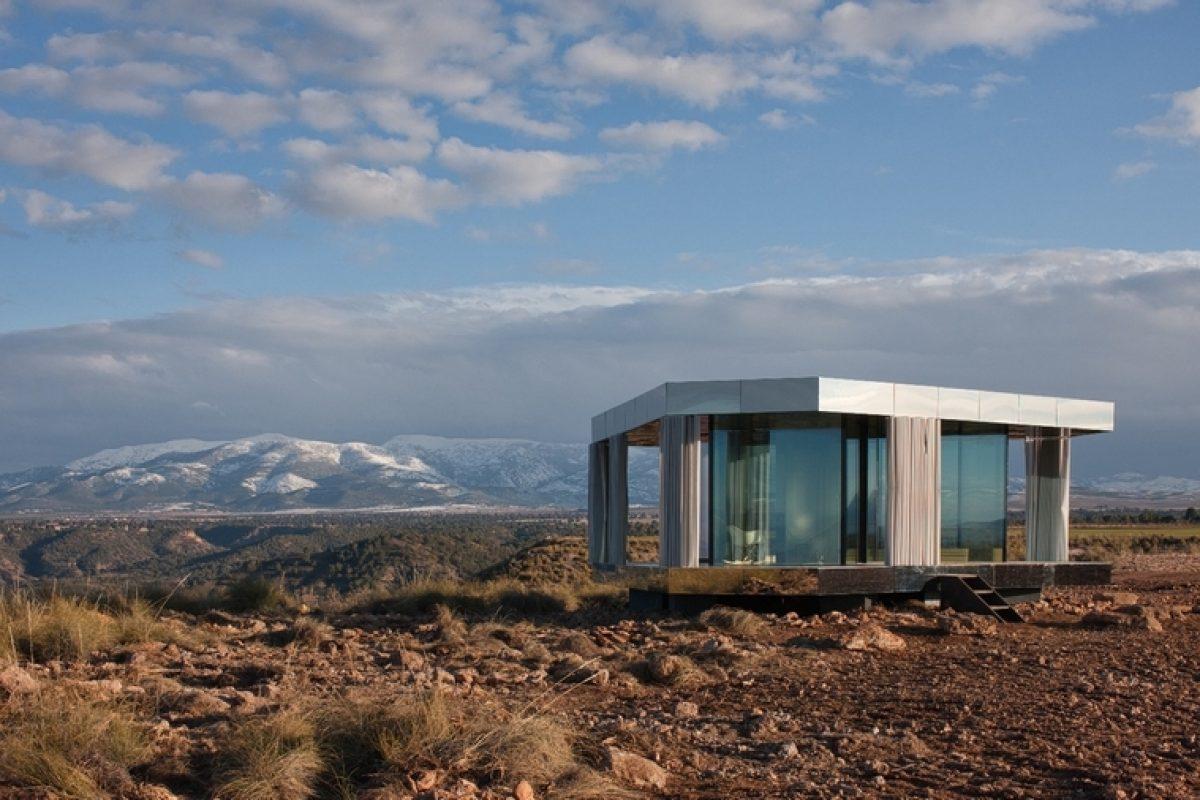 OFIS Arquitectura y Guardian Glass desafían la naturaleza y demuestran la importancia del vidrio con «La casa del desierto» en Gorafe (Granada)