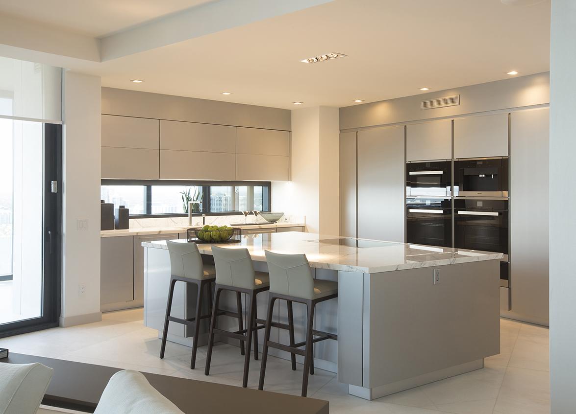 Se inaugura el primer edificio porsche design tower del for Cocinas de lujo