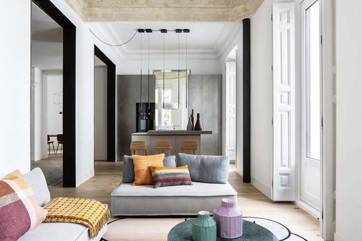 Ábaton firma su reforma número 150 con una espectacular vivienda en el madrileño barrio de Almagro respetando sus orígenes