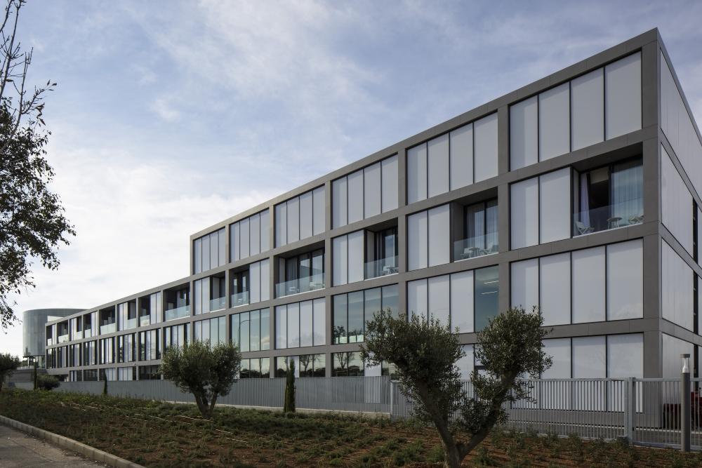fachada-rafa-nadal-academy-_-dekton-strato-2-lr