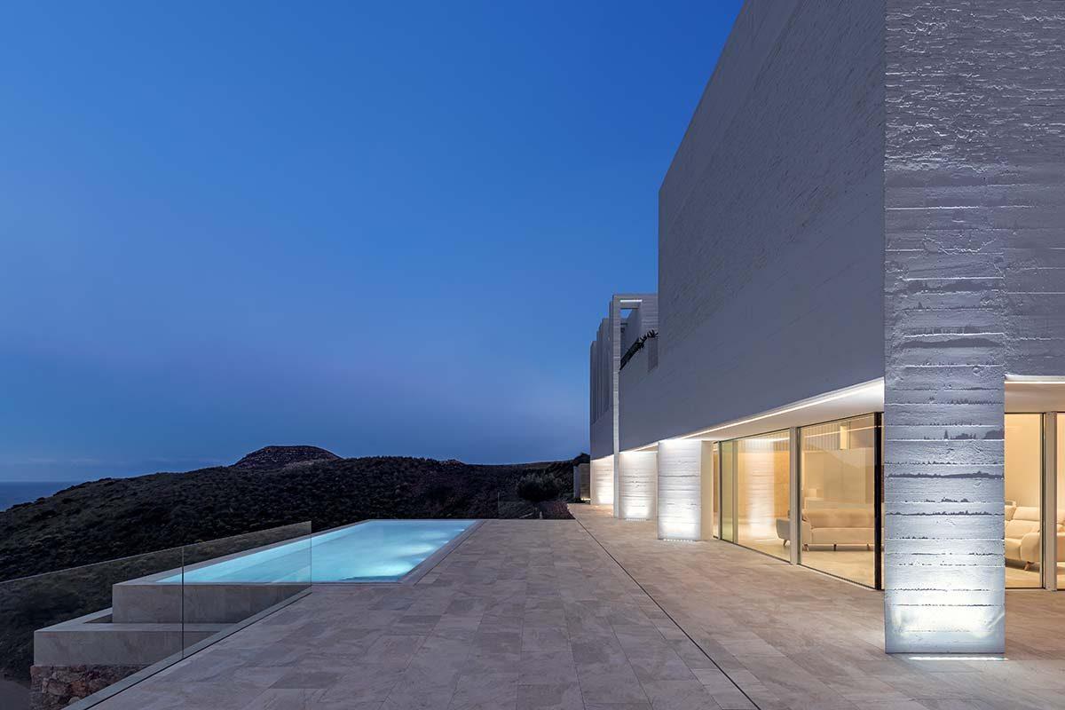 Casa Jacaranda por José Francisco García-Sánchez, una vivienda minimalista nominada al EUMiesAward 2022