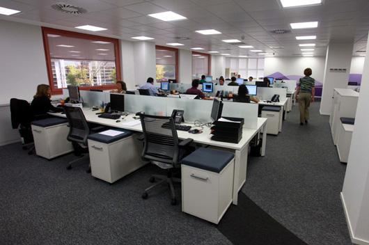 Steelcase equipa las oficinas de las sedes corporativas for Axa seguros bilbao oficinas